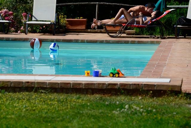 Piscina con acqua di sorgente agriturismo cerreto pienza siena - Acqua orecchie piscina ...
