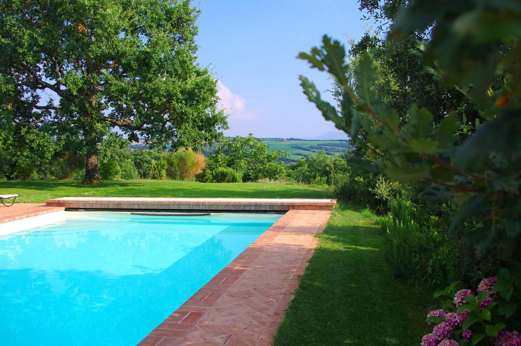Piscina con acqua di sorgente agriturismo cerreto pienza - Agriturismo siena con piscina ...